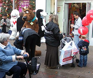 Wooly, Worth and Scooby Doo entertain shoppers at Woolworths, Midland Road, Bedford
